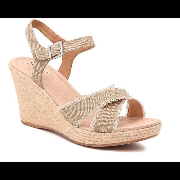 BOC mint beige wedge sandal. New!!